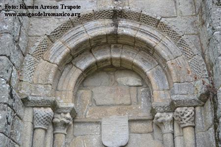 http://www.amigosdelromanico.org/apli2011/fotos/10800/10787_5.jpg